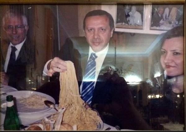 benzersiz dünya liderimizi yemek yerken seyretmek