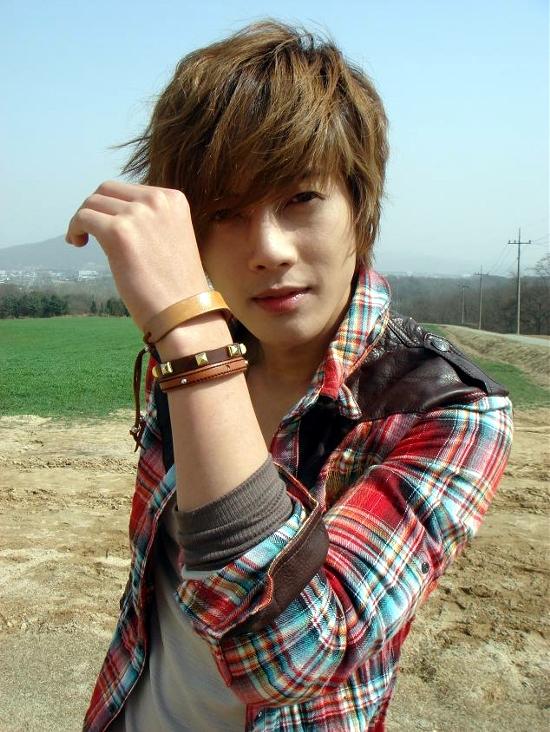 [Resim: kim-hyun-joong_301184.jpg]