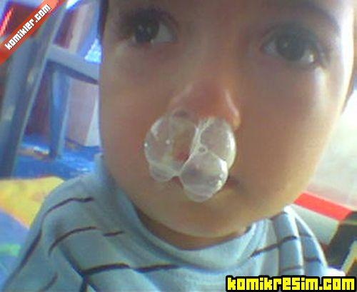 Sümüklü çocuk ve sigara içen dede fotoları önceki sonraki