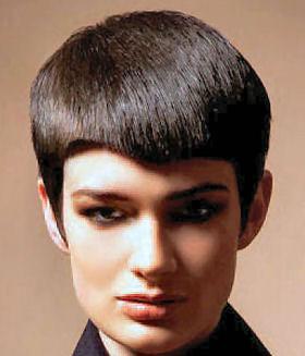 uzun saçlarını kısacık kestiren kız